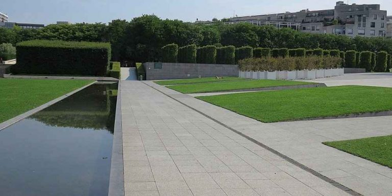 Parc Andre Citroen Design - The Small Canal & Main Plaza